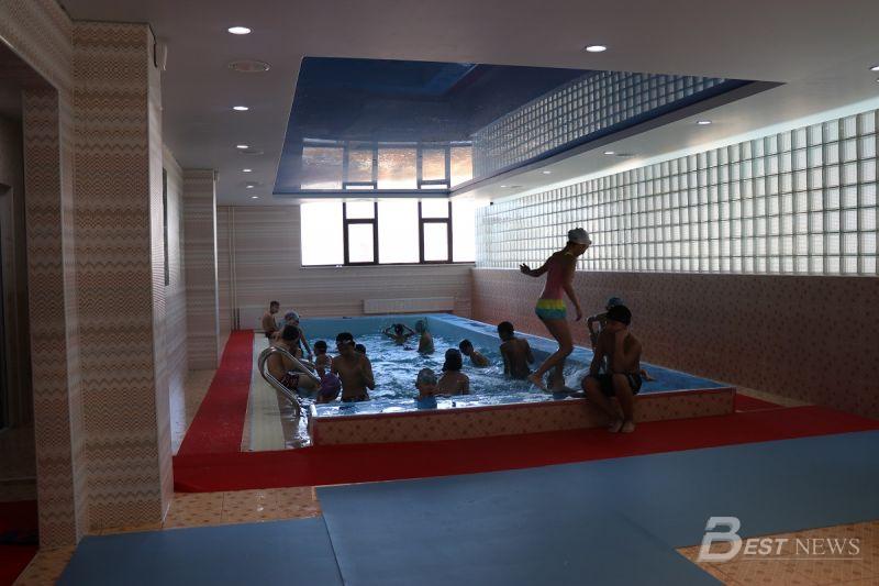 10 м бүхий урттай жижиг бассейн